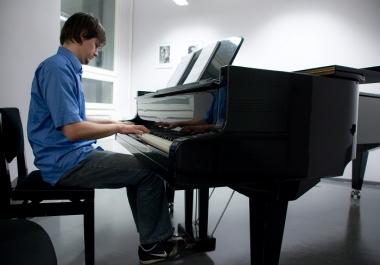 Ma olen kogenud klaveriõpetaja ja annan eratunde