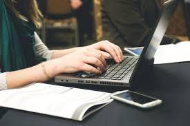 kirjutan blogipostitusi, lühikirjandeid ja muid tekste