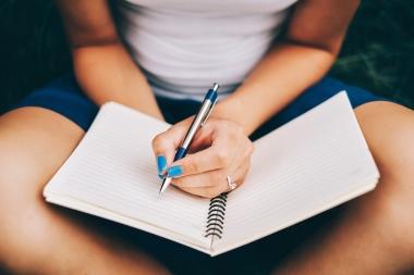 Ma kirjutan kirjandeid, esseesid, loovtöid