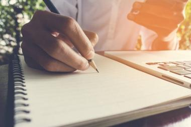 Ma kirjutan kokkuvõtteid, kirjandeid